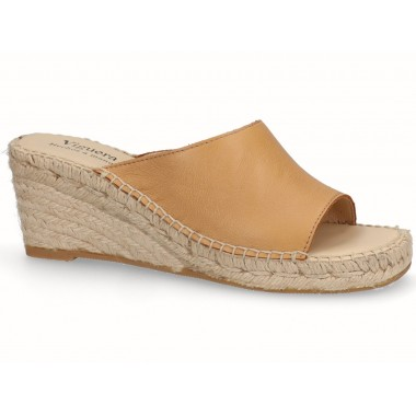 Clog with jute sole sandy tan
