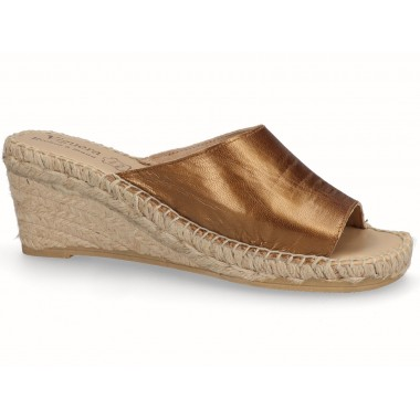 Clog with jute sole metallic bronze