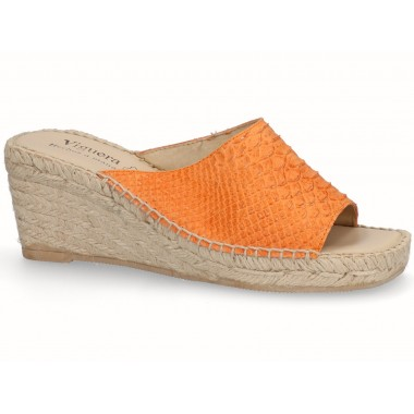 Snakeskin effect clog with jute sole orange