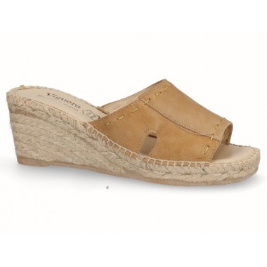 Clog with jute sole camel